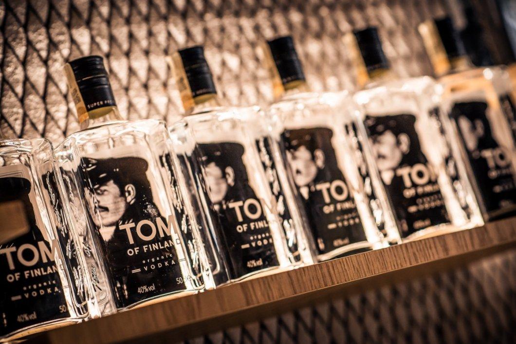 Na český trh byla uvedena nová organická vodka Tom of Finland