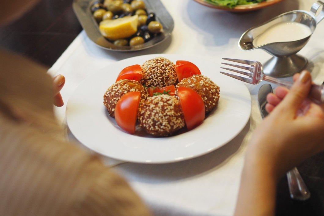 Restaurace El Emir nabízí blízkovýchodní pohostinnost i plné talíře pravé libanonské kuchyně