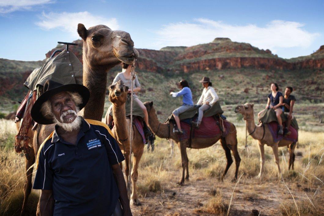 Coober Pedy a ikonický The Ghan: poznejte drsnou australskou divočinu, život pod zemí a nejdelší dopravní vlak na světě
