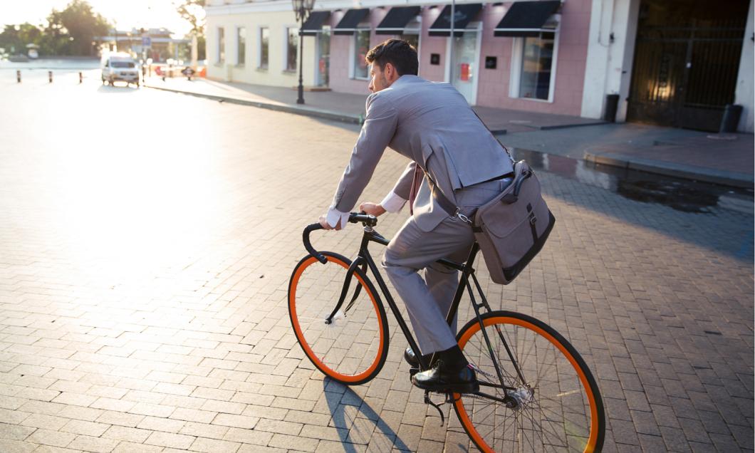 Cestujte po městě levně a ekologicky: sdílet můžete kolo, koloběžku, skateboard a dnes dokonce i koště!