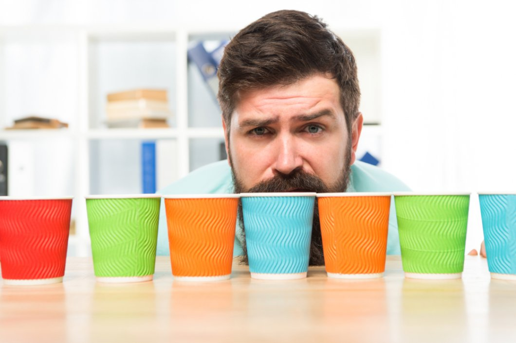 Pijte kávu bez obav. Ani 25 šálků denně srdci neškodí, tvrdí nová studie