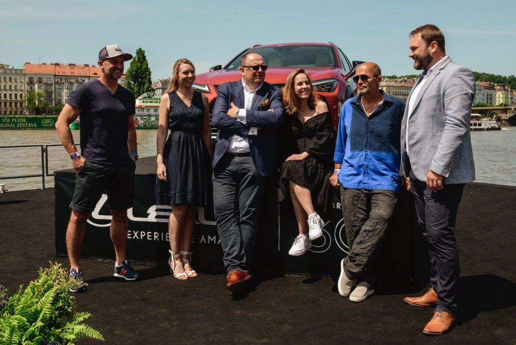 FOTO/VIDEO: Z pontonu Lexus sledovali Primátorky Pohlreich, Kopfstein i Voříšková