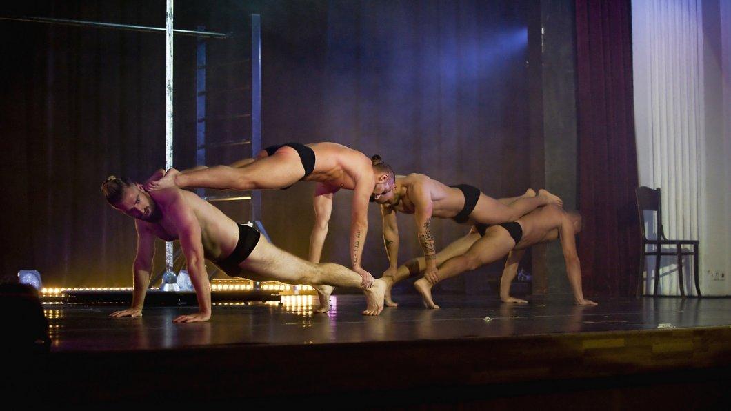 The Roosters – tak trochu jiná pánská show, plná tance, akrobacie i humoru. Na striptýz však zapomeňte