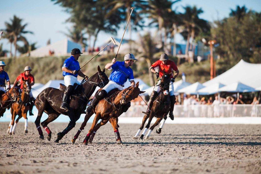 Pardubický Friends Fest láká na plážové koňské pólo, rodeo i Suzi Quatro