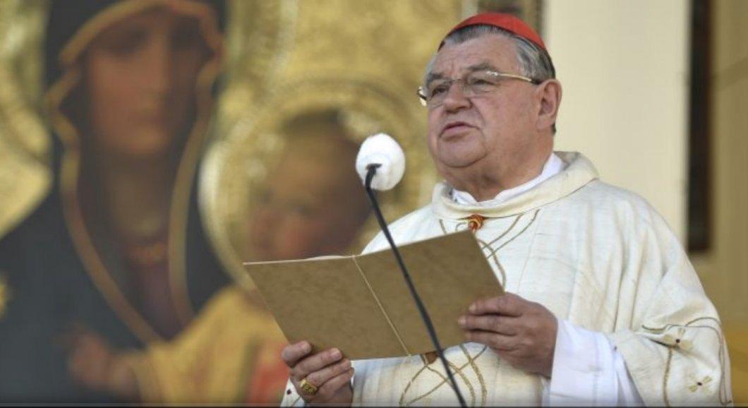 """Kardinál Duka podpořil polského kolegu varujícího před """"LGBT ideologií a duhovým morem"""". Odsoudil i ateismus"""