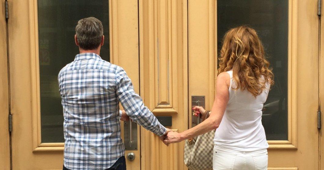 Spolu, ale sami: soužití párů je minulostí. Proč stále více dvojic volí oddělené domácnosti?