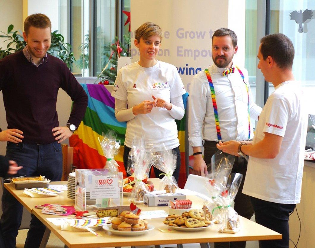 """""""Bál jsem se říct kolegům, že jsem gay, vše změnil až přístup firmy k LGBT lidem,"""" vzpomíná Zdeněk. Jak na podporu LGBT zaměstnanců?"""