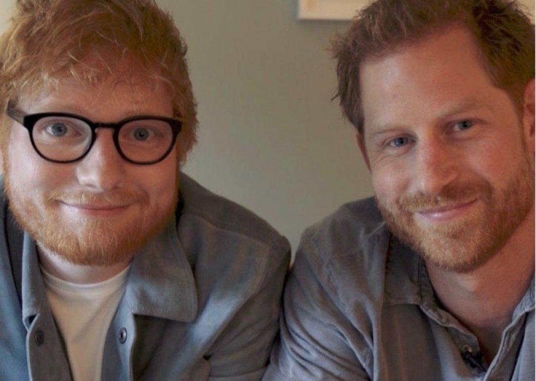 Princ Harry a Ed Sheeran bojují za všechny zrzky, jejich vtipné video má však hlubší poselství