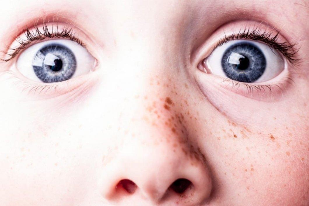 Modroocí lidé mají podle vědců nespočet příbuzných po celém světě. Kvůli mutaci genů jim také hrozí mnohá rizika