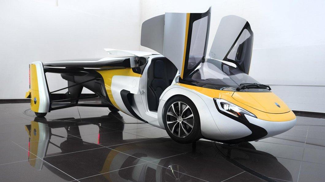 Budoucnost v podobě létajících automobilů se blíží. Jedno z prvních je vyvíjeno i na Slovensku