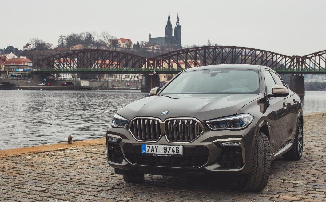 VELKÁ RECENZE BMW X6: Dravec, který je dokonalou symbolikou lásky na první pohled