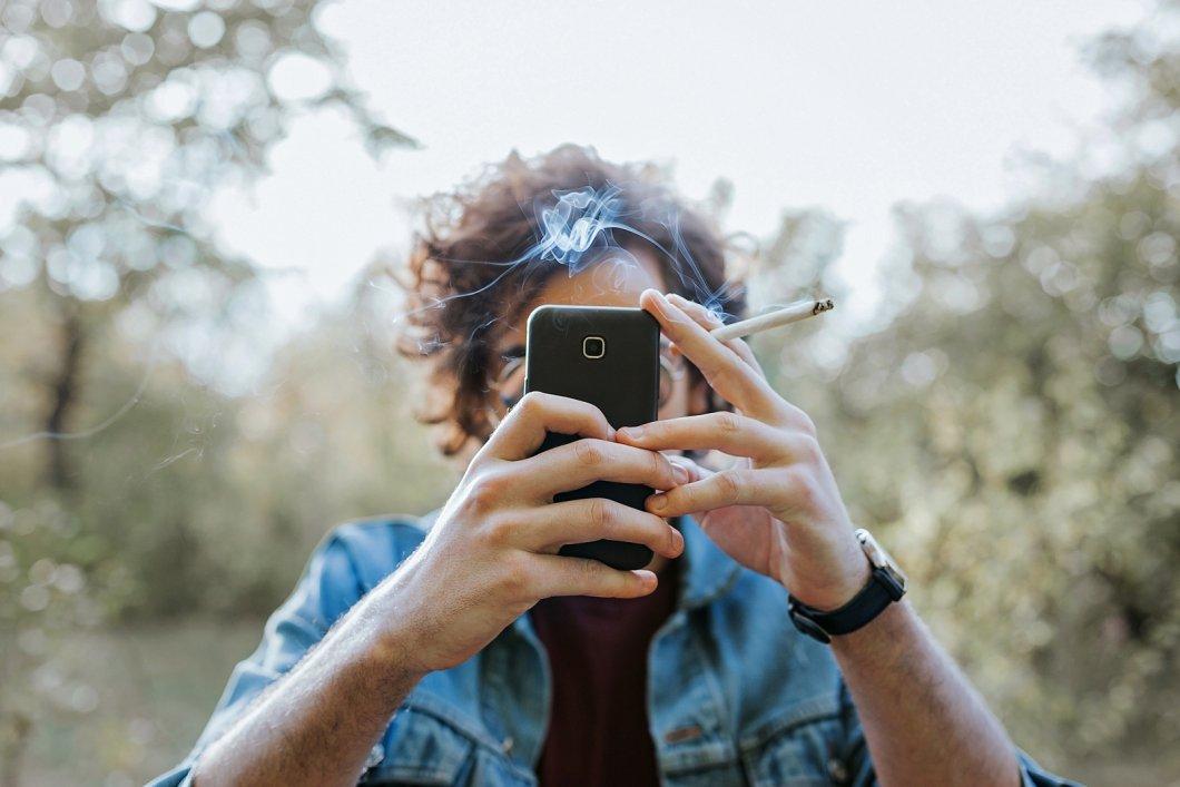 Facebook je cigaretou dnešní doby. Dočkáme se brzo jeho regulace?