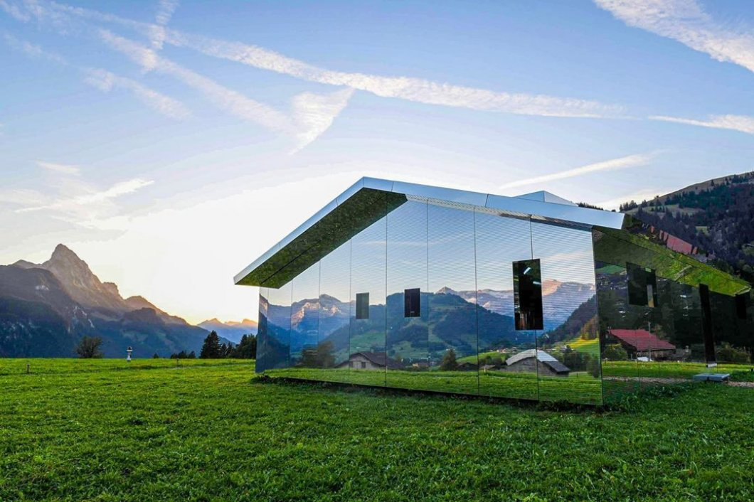 Zrcadlové domy aneb Nový způsob bydlení, který dokonale splyne s přírodou
