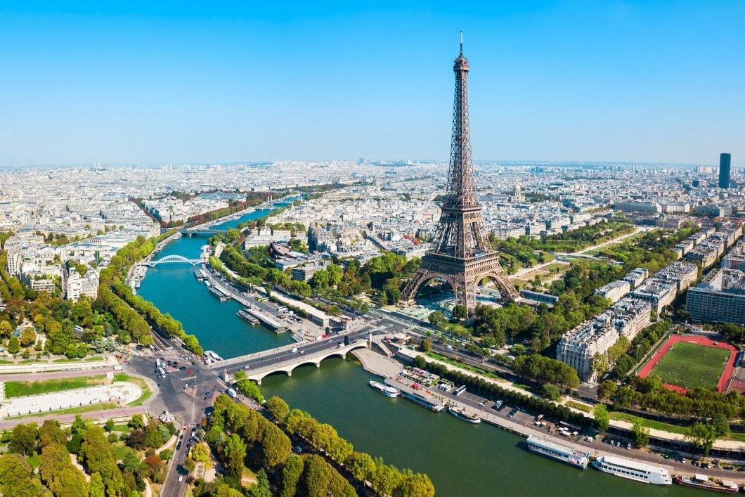 Paříž je nejen město lásky, ale také módy, elegance a francouzského automobilismu
