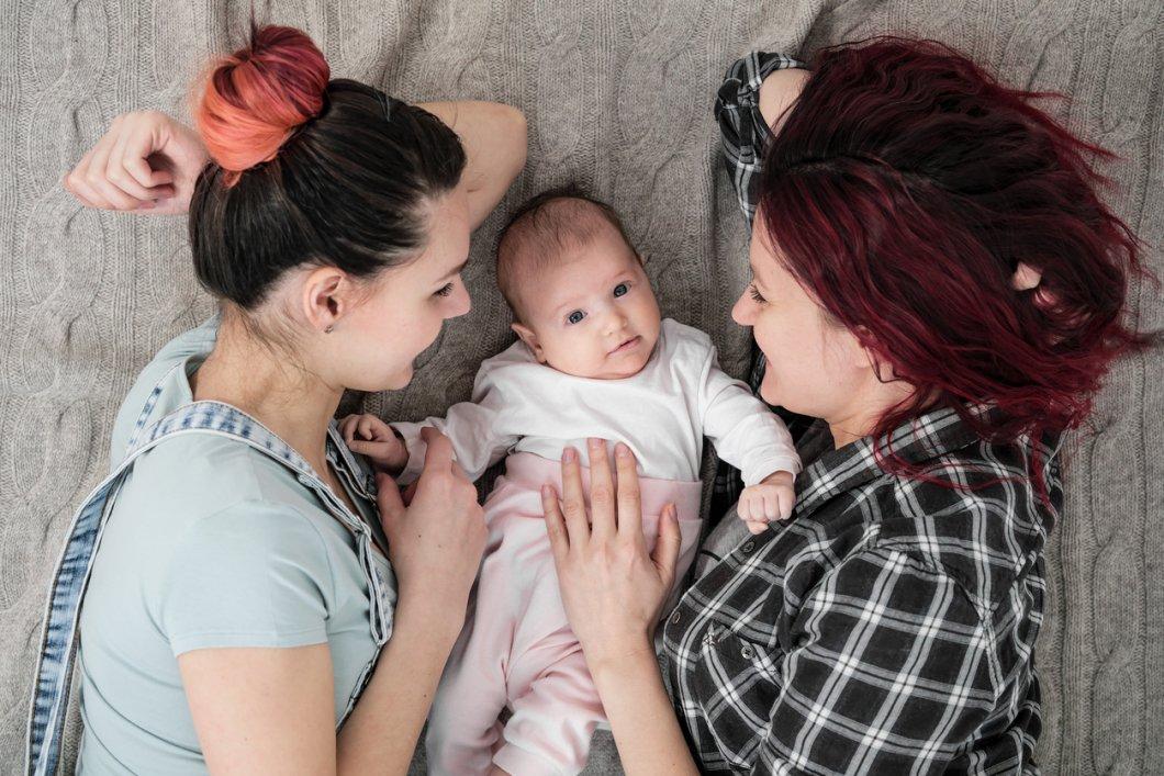 Žádný rodič 1 a 2, rodinu tvoří otec a matka. Vladimir Putin slíbil, že nikdy nepovolí manželství leseb a gayů