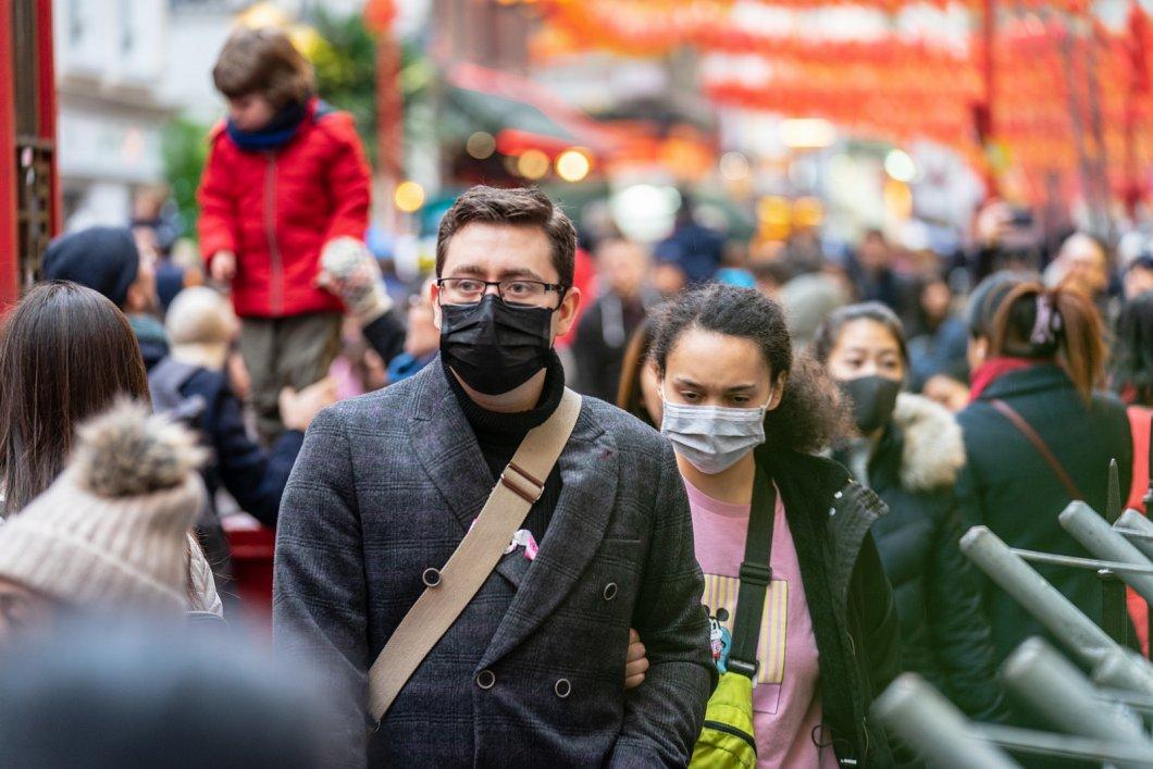 Díky koronaviru lidé začínají cestovat zodpovědněji. Jak se na cestách bránit nebezpečným nákazám?