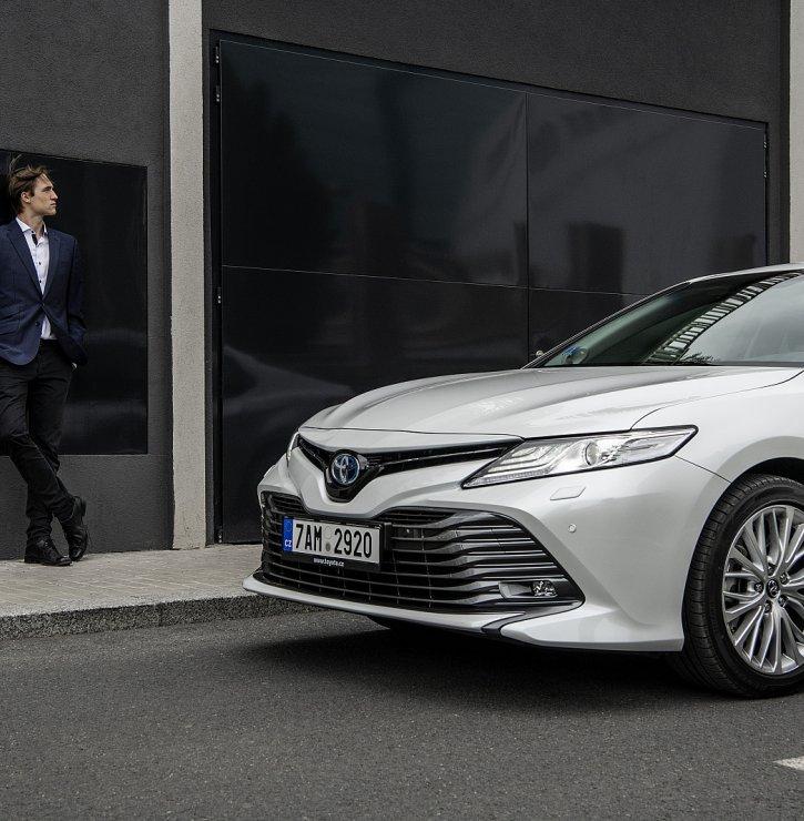 Toyota Camry – manažerský vůz, který stojí za svezení