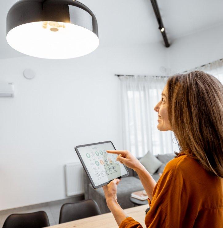 Chytré osvětlení domácnosti umí nejen rozsvěcet žárovky, ale také měnit vlnovou délku světla podle vašeho biorytmu