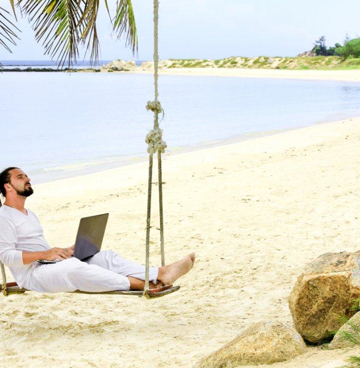 """Klasické dovolené vzaly za své, novým trendem se ale stává práce z druhého konce světa. """"Zápas"""" o pracující turisty začíná"""