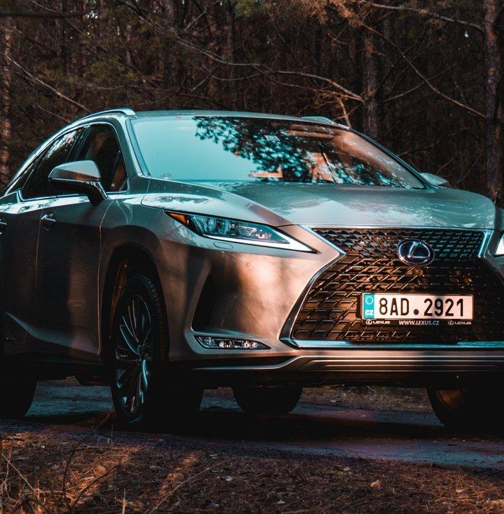 Vlajkové SUV automobilky Lexus aneb Velkolepý Japonec, jehož křivky vás uhranou