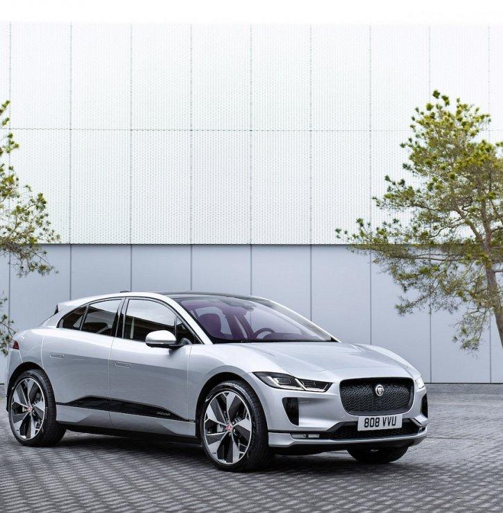Značky Jaguar a Land Rover dávají sbohem klasickým pohonům. Do roku 2030 budou jejich vozy čistě elektrické