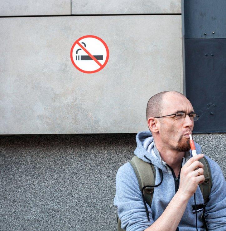 Globální trend, který mění život kuřáků – zapálená cigareta je již passé, tabák stačí jen zahřát